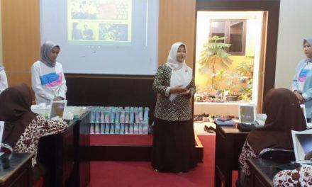 Beauty Class siswa Perhotelan kerjasama dengan Wardah Cosmetic