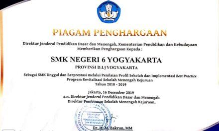 Penghargaan dari Dirjen Dikdasmen sebagai SMK Unggul dan Berprestasi